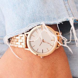 et flot ur til hende
